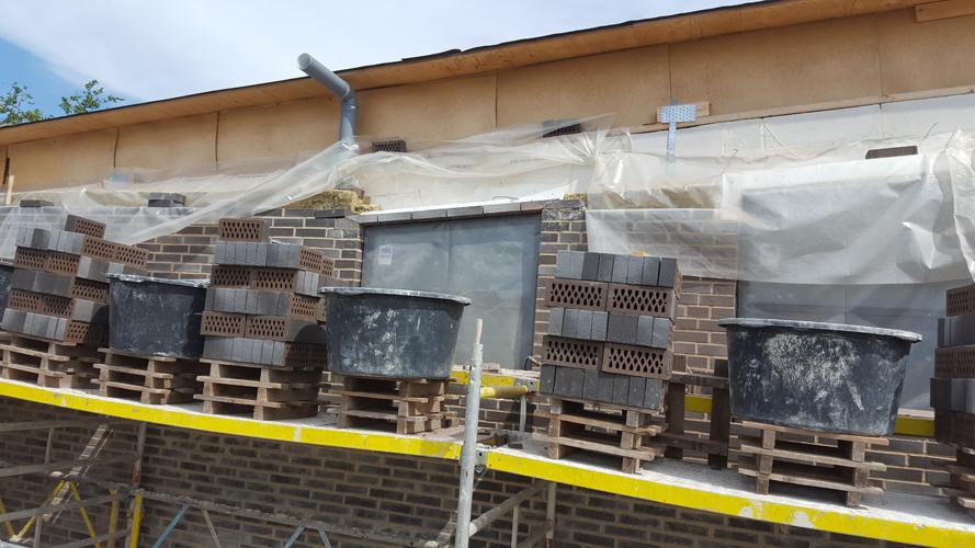 Murværk mod tag med fald