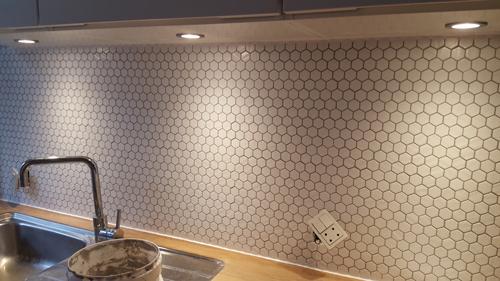 6-kantede fliser over køkkenbord