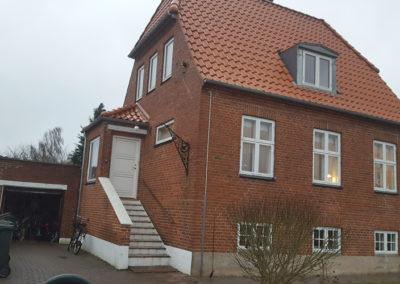 Renovering af facade med nye fuger i rødstens villa